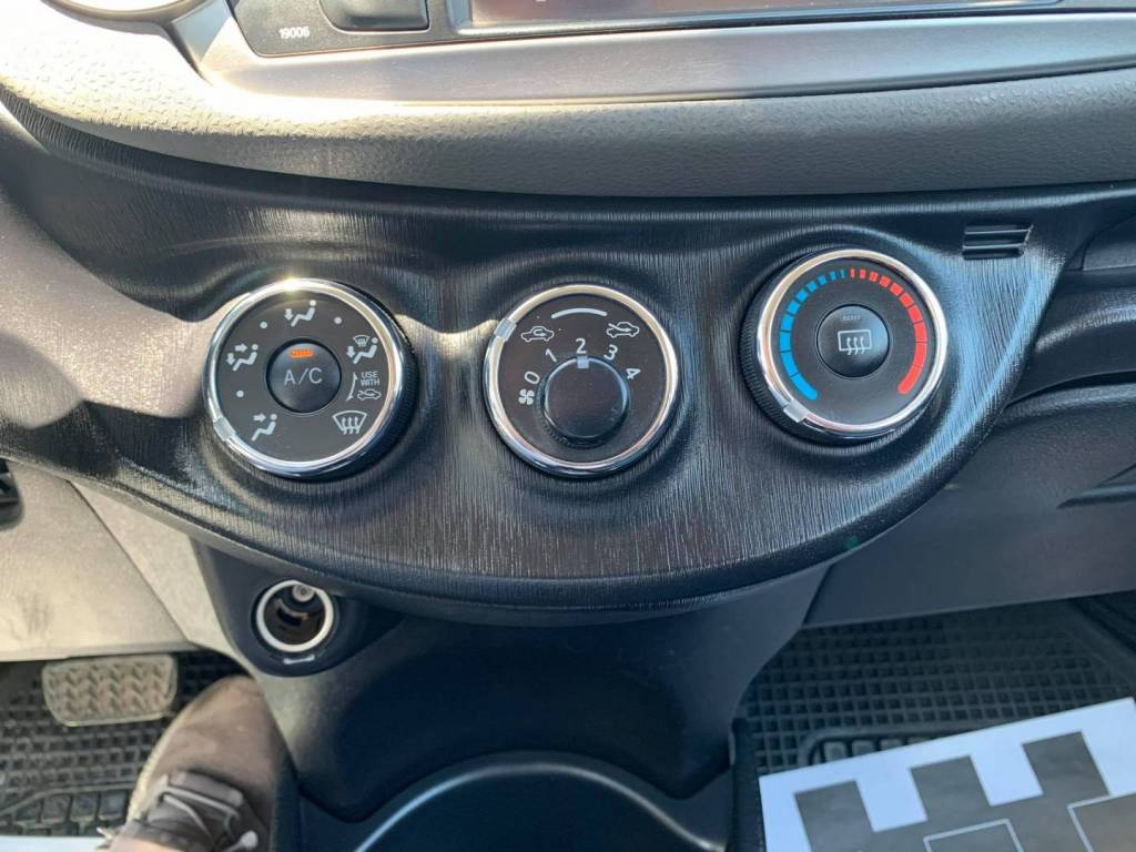 Toyota Yaris 1.3 VVTI 5D AUTOMATIC
